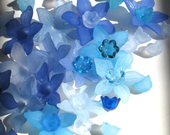 Acrylic Flower Beads 12 Daffodil Flower Beads Blue Mix and Match
