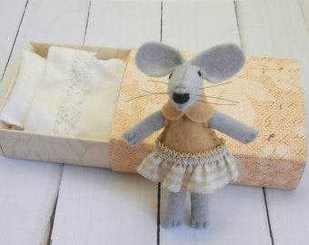 Nursery decor kids gift small felt mouse in matchbox miniature plush stocking stuffers mouse with bed caramel beige