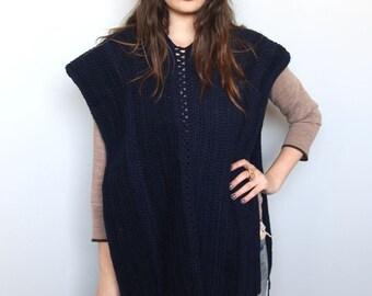 shepherdess poncho -- vintage 70s knit poncho cape OSFA