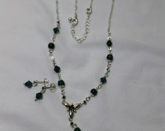 Vintage Silvertone Lariat Necklace With Green Stones & Matching Earrings