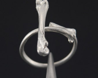 What Remains - Cross Bones Ring 2 in sterling silver