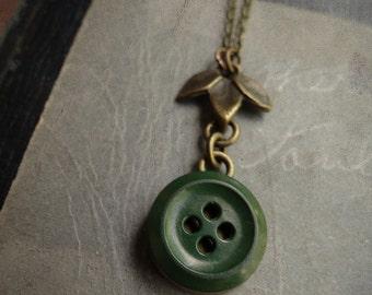 Vintage Green Button Necklace - Greenleaf