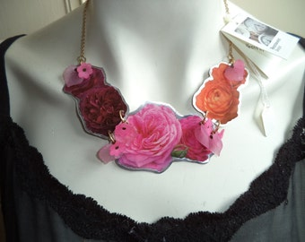 Handmade, flower necklace, roses necklace, laminated images necklace, photo image jewelry, flower jewelry, floral necklace