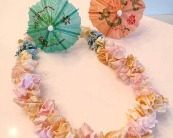 Sale Vintage Tiki Tropical Shell Necklace -- Cute and Sassy