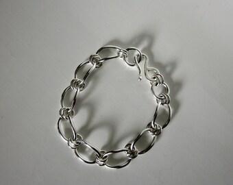 Bella's Linked Bracelet