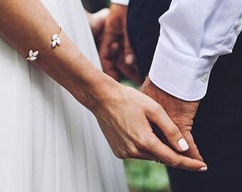 Lenox Pearl Bracelet, Bridal Jewelry, Bride Bracelet, Golden Pearl Cuff, Wedding Jewellery, Bridesmaid Bracelets, Gold Plated, Gift for Her