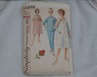 Simplicity Pattern 5205 Misses size 14, Robe, Top and Pants