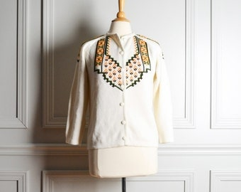Sweater Cardigan / White Knit Folk Pattern Cardi / Geometric Embroidered / Kitschy Granny / 60s Vintage / Medium M Large L
