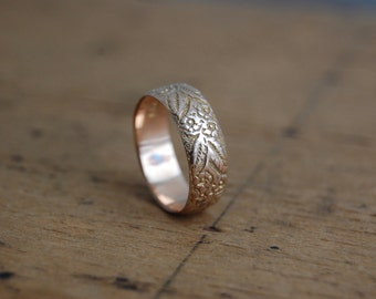 Antique 1900s 9 CT floral wedding stacking band ∙ Victorian gold floral ring
