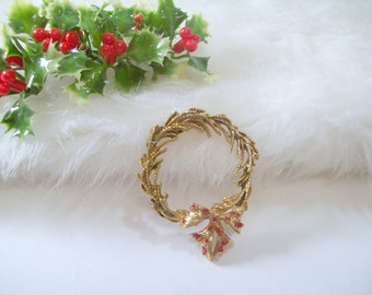 Vintage Wreath Pin Christmas Brooch Holiday Jewelry Red and Gold