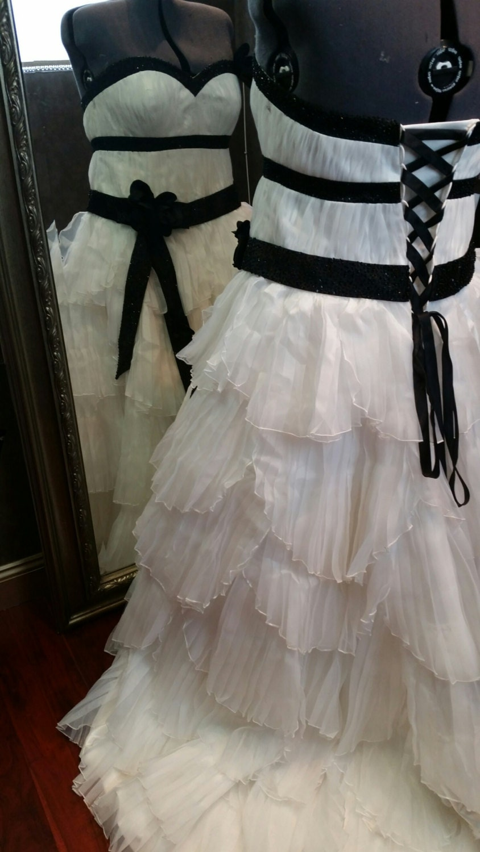 Plus size black and white wedding dress plus sized bridal gown for Black and white plus size wedding dresses