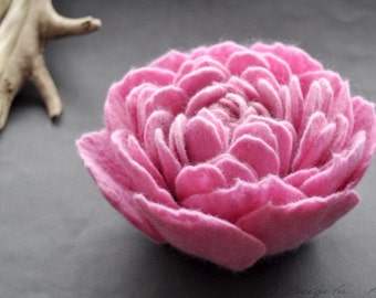 Felt Flower Brooch, Bright Pink Felted Peony Flower, Pin Brooch, Peony Corsage, Large flower brooch, Large felt flower, Floral jewelry