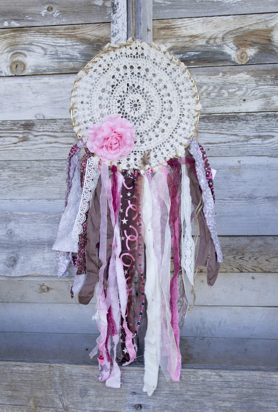 Shabby Dreamcatcher. Boho. Bohemian. Chic. Doily. Fabric. Home