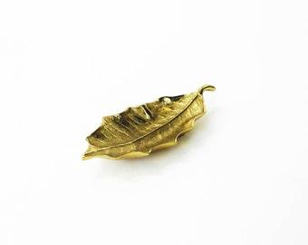 Vintage Brass Leaf Dish / Virginia Metalcrafters / Holly Leaf