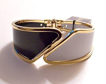 Black White Bracelet Gold Tone Vintage Hinged Bangle Clamper Diversity Tag Old New Stock Graduated Wide Band Rimmed Edge