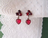 1940s vintage Red Glass rhinestone Hearts screw-back earrings