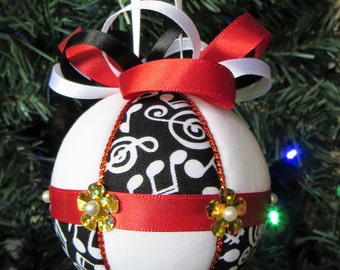 Christmas Ornament Materials Kit - Black and White Music Themed with Red and Gold Trim - Hansha