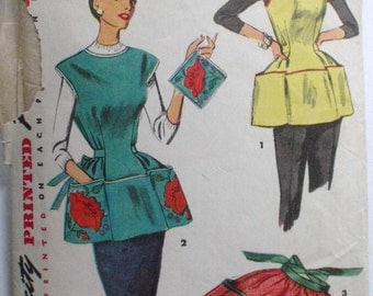 1950's Apron Sewing Pattern - Cobbler Apron, Half Apron and Pot Holder - Simplicity 4492 - Size Medium (16 - 18) - Bust 34 - 36