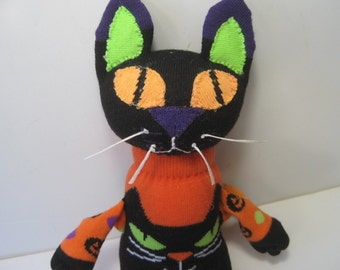 CAT NIP This Cat-About-Town is more than just adorable, as her name implies, she's addictive!