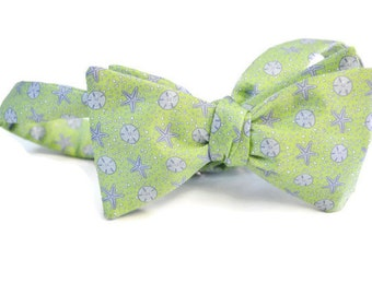 Sand Dollar and Starfish Men's Bow Tie on a Silk Blend with a Light Green Background, Self-tie Bow Tie, Pre-tied Bow Tie, Adjustable Bow Tie