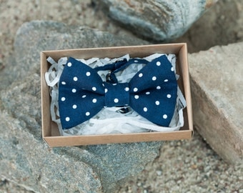 Navy blue bow tie - Blue with white dots bow tie - Man bow tie - Grooms bow tie - Navy polka dot bow tie - Boy bow tie