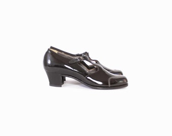 Vintage 60s HEELS / 1960s Black PATENT Leather T-Strap Mary Jane Shoes 9 1/2 - 10