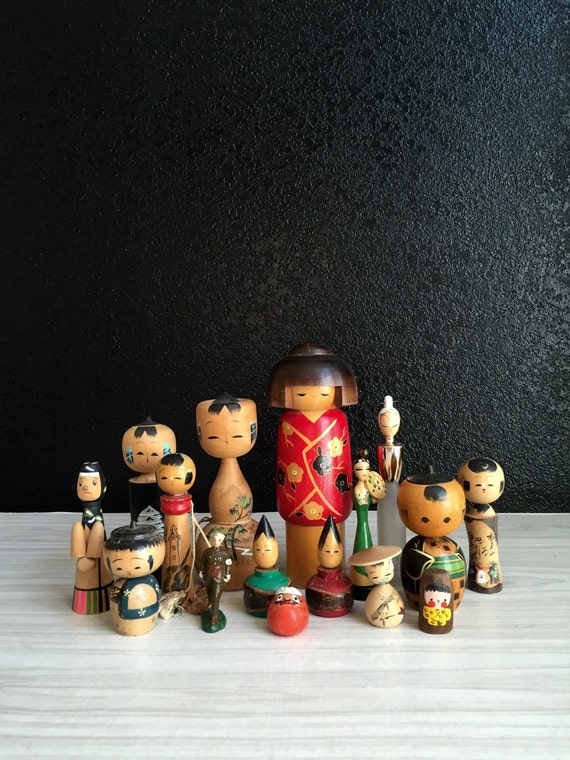 vintage collection of wooden japanese kokeshi folk art toy doll figurines / geisha / soldier