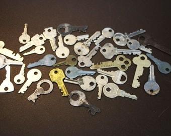 Vintage Keys - Assorted Keys (lot of 33)