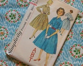 Vintage 1950s Sewing Pattern / Classic Full Skirt Shirtwaister Day Dress / Junior Size 13 - 33 Bust / Simplicity 2627