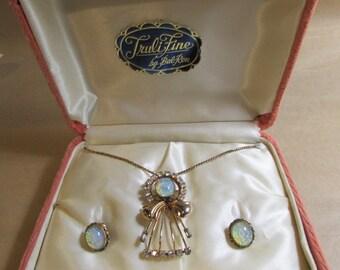 Vintage 1940s War Years Jewelry Pendant Screwback Earrings G.F. In Original Box Bal-Ron Faux Opal Vintage 1940s Fashions