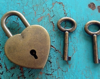 Small Antique Bronze Heart lock Card Wine Box Two Sets Of Keys