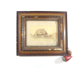 Lovely Vintage Framed Victorian Family Photo With House / Antique Wall Decor Part 9