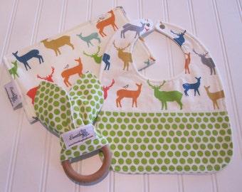SWEET NATURALS/Organic Line/Newborn Gift Set/Infant Bib, Burp Cloth & Teether/Elk Famiy in Multi(Organic)/Organic Fleece Back