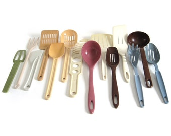 Nylon Plastic Kitchen Utensil(s) Ekco Plastic Spatula Slotted Spoon Rubbermaid Party Plan Ladle Ensar Soup Ladle Wearever Strainer Scoop