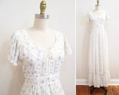 Vintage 1970s Maxi Dress   White Floral Print 1970s Gunne Sax Dress   size small