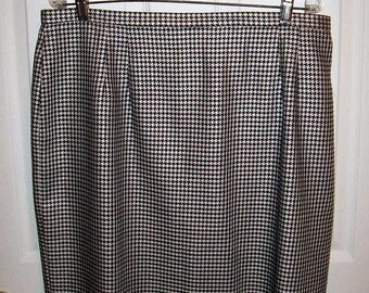 Vintage Women's Black & White Houndstooth Skirt by Talbots Size 20 Only 9 USD
