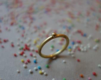 Liebesperlen- Ring, Familienring, Goldring mit Pünktchen, stacking ring, reclaimed gold, nonpareilles