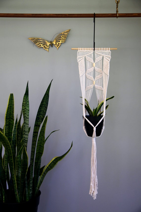 Macrame plant hanger knotted natural white cotton rope for Collant mural hibou