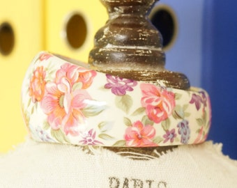 FLOWER BANGLE - PRETTY bangle with flower print - old fashioned garden flowers in lovely soft pinks and light purples - lovely flower bangle
