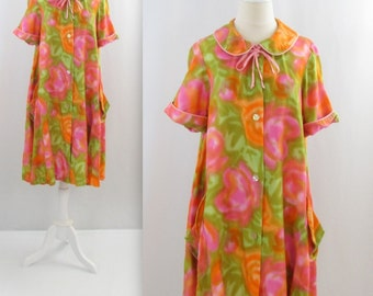 Floral Burst Swing Housecoat - Vintage 1960s Trapeze A Line Robe in xLarge by Diamond