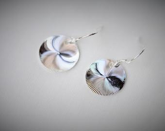 925 Sterling Silver SWIRLING ROUND Dangle Earring  ~ 15 mm - Girls / Casual / Cutie