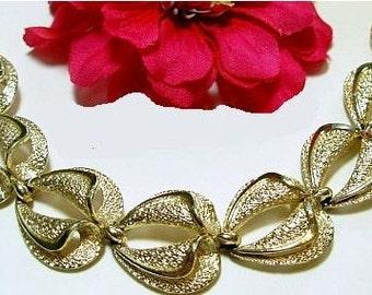 """CORO Link Bracelet Signed Gold Metal Textured Hearts BIG 7.5"""" Vintage"""