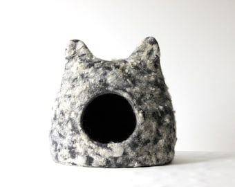 Curly cat bed - wool cat cave - pet bed - felted cat bed - pet house - made to order