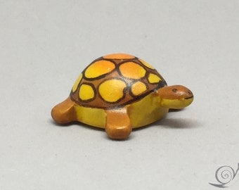 Toy Turtle wood colourful orange brown .4,0 x 3,5 x 1,7 cm (bxhxs) ca. 5,0 gr.