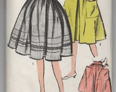 1960's Sew-Easy Advance Full Skirt with Pockets pattern - Waist 26 - No. 2866