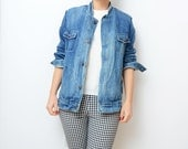 Vintage blue denim jacket with shearling lined body  // 80s // jean jacket // outerwear // women // small