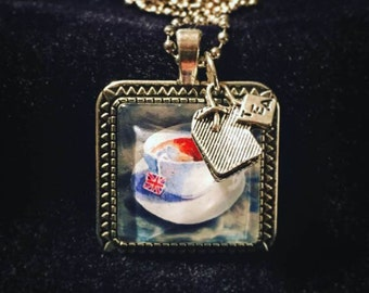 Pop culture necklace for Morrissey fans, London lovers and anglophiles: Drinking tea with a taste of the Thames - Come Back to Camden