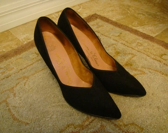 1950s BLACK PUMPS womens Owens Elmes Toronto Suede All leather style 753HH Size 7aaaa Theater costume G S