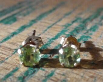 14K gold peridot earrings, 14K gold round peridot studs, 14K solid gold peridot earrings,4mm Peridot Studs Earrings 14k Yellow Gold