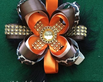 Stacked boutique bow.